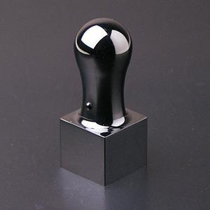 プレミアムチタン/角印 プレミアムブラック(天丸タイプ) 24.0mm【印袋付】